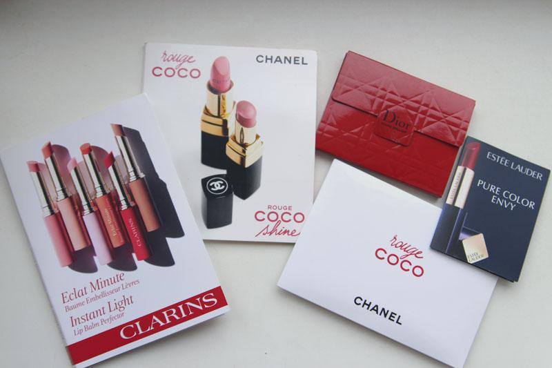 Свотчи помад Chanel Rouge Coco и Rouge Coco Shine, а также Clarins Eclat Minute Instant Light