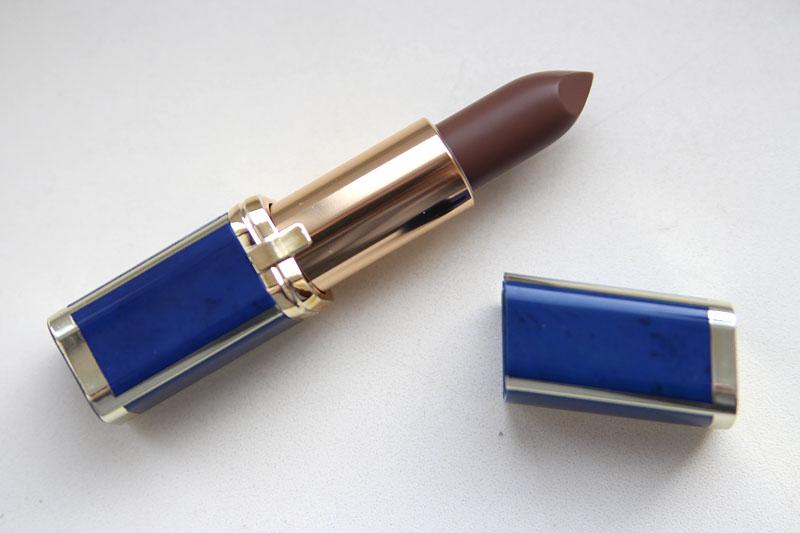 l'Oreal Balmain Lipstick 902 Legend