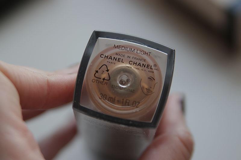 Chanel Les Beiges Water Fresh Tint Medium Light